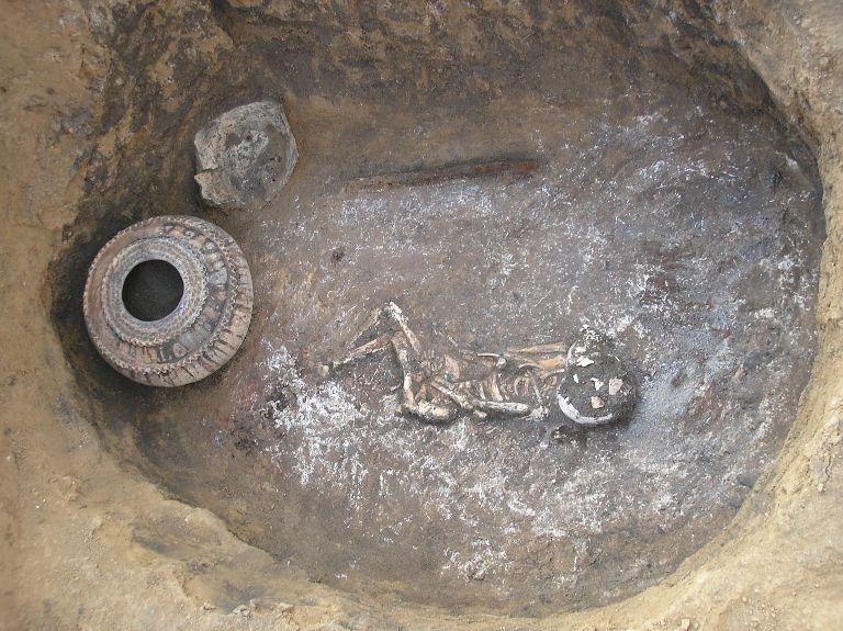 Катакомбне поховання маничського типу